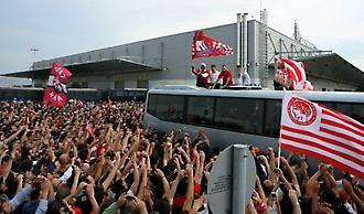 2012: Αποθέωση στο αεροδρόμιο για τους πρωταθλητές Ευρώπης