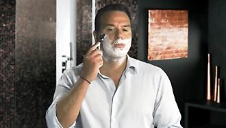 O Σωτήρης Κωσταβάρας ξυρίζεται με την νέα Gillette Fusion Proglide με τεχνολογία FlexBall!