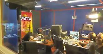 Τρελό γέλιο έξω από το στούντιο του ΣΠΟΡ FM την ώρα του Fight Club (video)