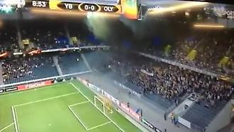 Πήρε φωτιά η εξέδρα στο Γιουνγκ Μπόις-Ολυμπιακός! (video)
