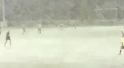 Ούτε η... χιονοθύελλα δεν σταμάτησε ματς στην Ουαλία!
