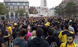 Οπαδοί της ΑΕΚ στην «Dam Square» του Άμστερνταμ