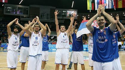 Αποθέωση για τους Σέρβους