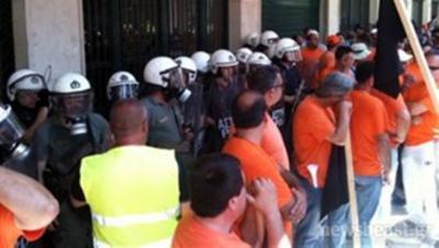 Χημικά κατά διαδηλωτών στο Υπουργείο Εργασίας