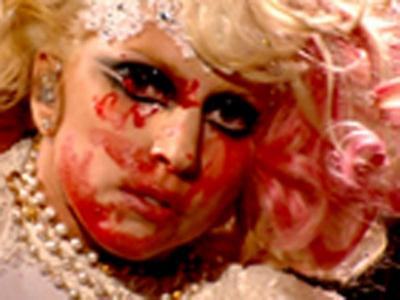 Έκανε μπάνιο σε αίμα η Lady Gaga!