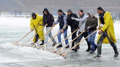 Μάχη με το χιόνι στο Μεάτσα (pics)