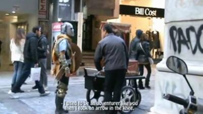 Ένας πολεμιστής στο κέντρο της Αθήνας! (vid)