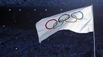 «Ζητώ να μού δανείσουν σημαία…»