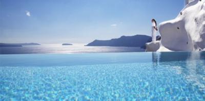 10 κορυφαία ξενοδοχεία με εντυπωσιακές πισίνες - το πρώτο στη Σαντορίνη