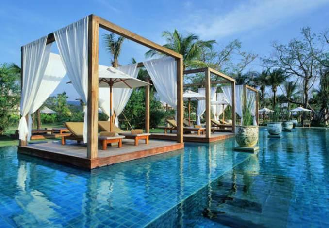 Η πισίνα του Sarojin Thailand.