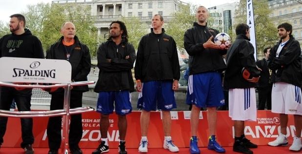 Το ποδόσφαιρο συνάντησε το μπάσκετ στο Λονδίνο
