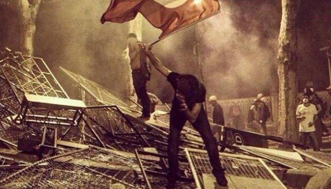 «Βομβαρδισμένη» πόλη η Κωνσταντινούπολη