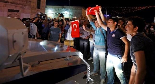 Ξανά στην Ταξίμ οι τούρκοι διαδηλωτές