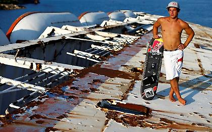 Waterski σε ένα από τα πλέον φημισμένα ναυάγια της Ελλάδας