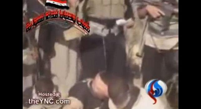 Νέο βίντεο-σοκ από τη Συρία: Αντάρτες καίνε ζωντανούς τρεις στρατιώτες