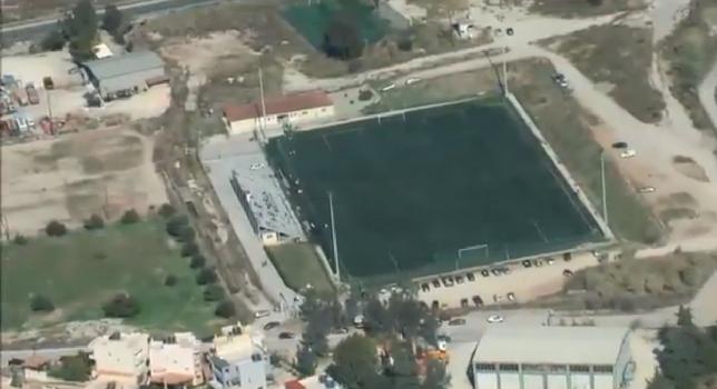 Πρόεδρος προσγειώθηκε στο γήπεδο με αλεξίπτωτο(video)