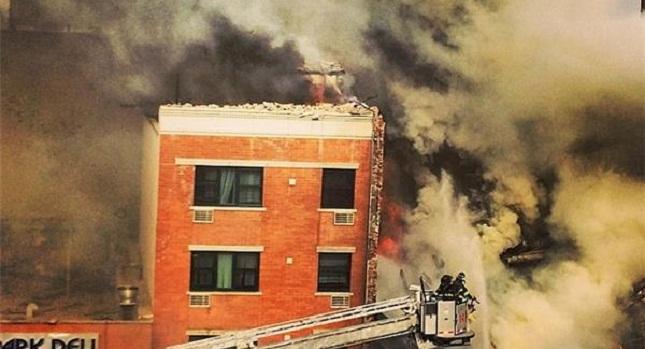 Κατέρρευσε κτίριο μετά από έκρηξη στη Νέα Υόρκη (video)