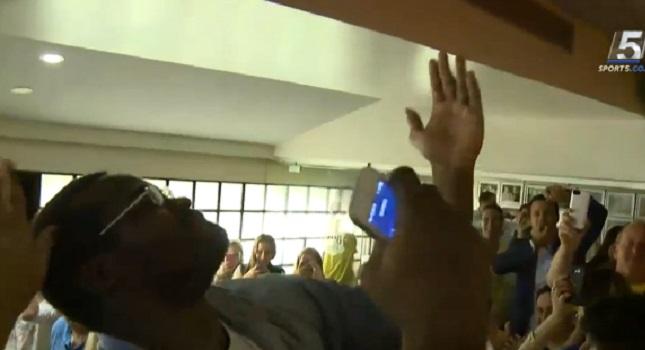 Ο «Σόφο» χορεύει ελληνικά στο πάρτι της Μακάμπι (video)