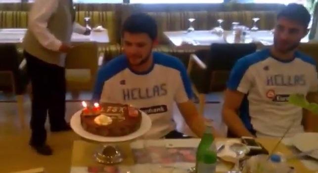 Επιστροφή, ΕΣΚΑΝ και… τούρτα για Εθνική (video)