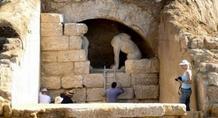 Αμφίπολη: Η τέταρτη πύλη οδηγεί πιθανότατα σε υπόγειο νεκρικό θάλαμο