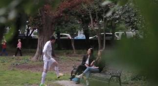 Ντύθηκε Ρονάλντο και… βγήκε για καμάκι (video)
