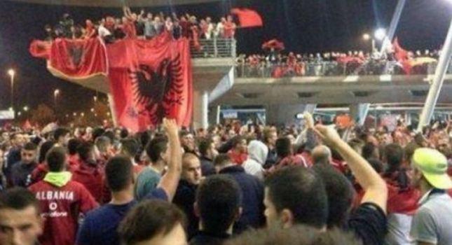 Υποδοχή ηρώων για την εθνική Αλβανίας! (video)