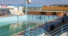 Συμβολικό «λουκέτο» σε κολυμβητήριο