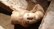 Βρέθηκε το κεφάλι της μίας σφίγγας στην Αμφίπολη