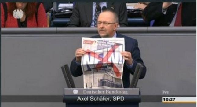 Ο Γερμανός βουλευτής που σήκωσε «πλακάτ» κατά της BILD!