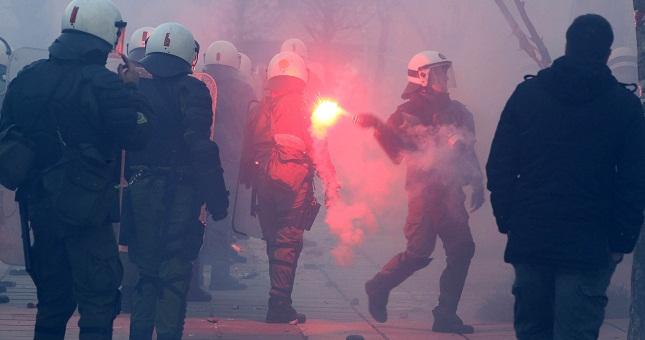 Ένταση μεταξύ οπαδών της ΑΕΚ και του Ολυμπιακού στον Πειραιά!
