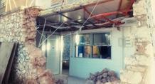 Νταλίκα γκρέμισε τοίχο στη Ριζούπολη! (pics)