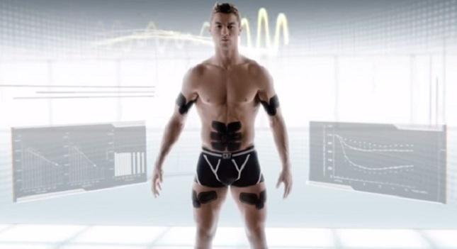Ο Ρονάλντο διαφημίζει συσκευή για κοιλιακούς! (vids)