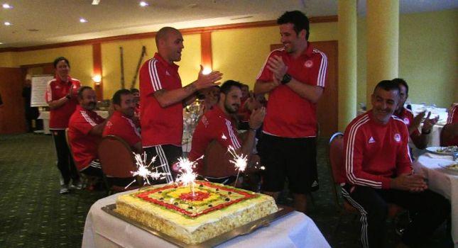 Η τούρτα έκπληξη στον Σίλβα (pics, video)
