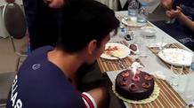 Η τούρτα-έκπληξη στον Σκουλίδα (video)
