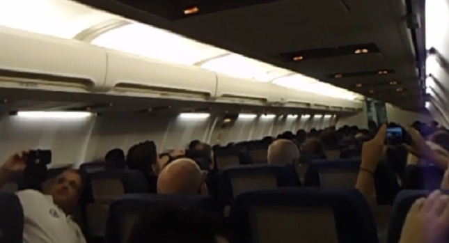 Μέσα στο αεροπλάνο της χαράς (WEB TV)