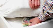 Πέλλα: Του έδειξε πού να κρύψει χρήματα για να τα... κλέψει!