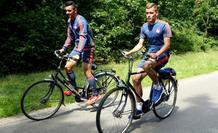 Η βόλτα των ερυθρολεύκων με το ποδήλατο (video)