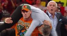 Ο John Cena πήρε την εκδίκηση του από τον Jon Stewart στο Raw (video)