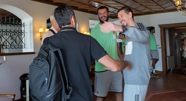 Ο Διαμαντίδης υποδέχτηκε την ΑΕΚ στο Καρπενήσι (pics)