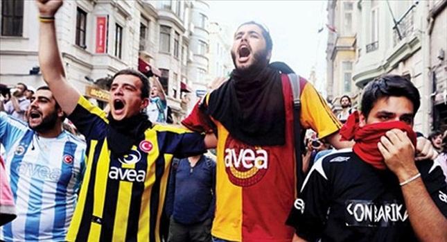 Παίρνουν την κατάσταση στα χέρια τους οι οπαδοί στην Τουρκία!