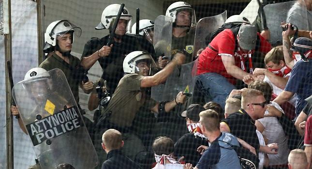 Ξύλο Αστυνομίας-Γερμανών στο Καραϊσκάκη! (video)