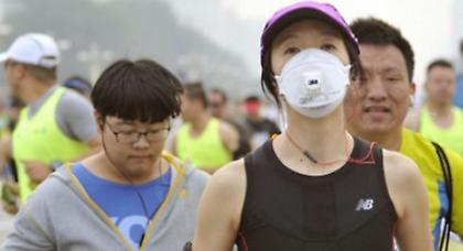 Έξι δρομείς κατέρρευσαν στον Μαραθώνιο του Πεκίνου! (video)