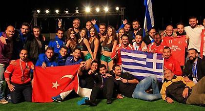 Ο Έλληνας εκπρόσωπος βράβευσε την αποστολή της Τουρκίας, «θερμό» χειροκρότημα από το κοινό