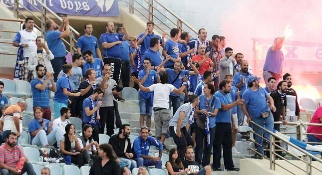 Οι Ελληνες φίλαθλοι απομακρύνονται από το γήπεδο