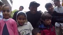 Επισκέφθηκε πρόσφυγες ο Αλάμπα (video)