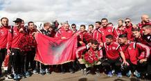 Υποδοχή ηρώων για τους Αλβανούς διεθνείς στα Τίρανα (vids+pics)
