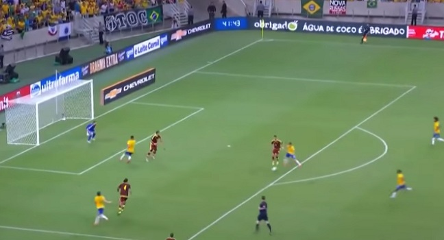 «Χάθηκε» η μπάλα στο δεύτερο γκολ της Βραζιλίας επί της Βενεζουέλας του Μπαρόχα! (video)