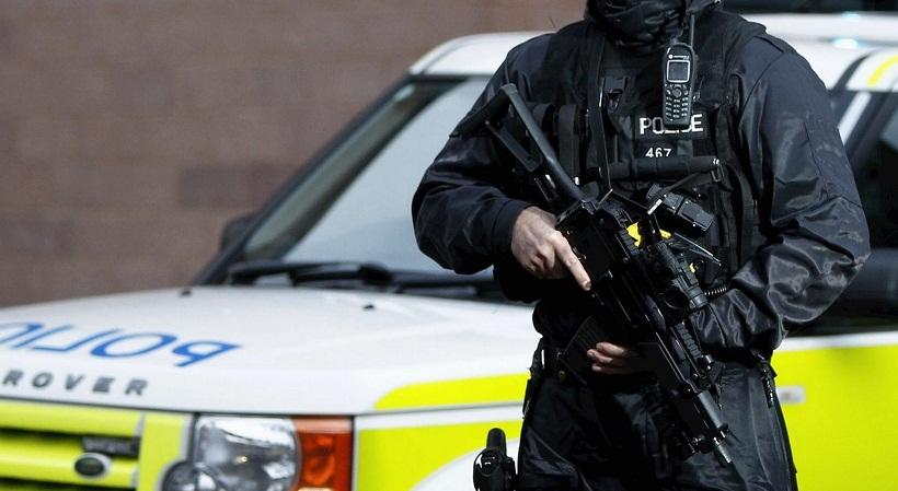 Ένοπλοι αστυνομικοί στο Αγγλία-Γαλλία