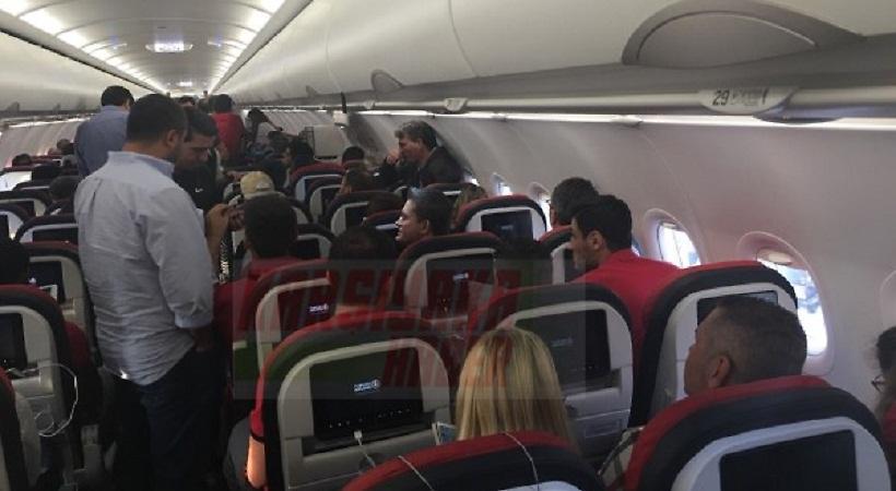 «Λαχτάρα» με επιβάτη στην πτήση της Καρσίγιακα για Βαρκελώνη! (pics)