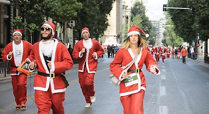 «Athens Santa Run»: Πλημμύρισαν Αϊ Βασίληδες οι δρόμοι της Αθήνας